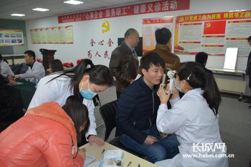 """沧州市运河区""""心系企业服务职工""""健康义诊进企业"""