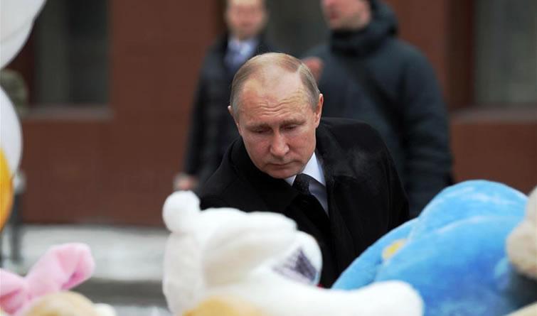 普京抵达俄商场火灾现场 敬献鲜花悼念遇难者