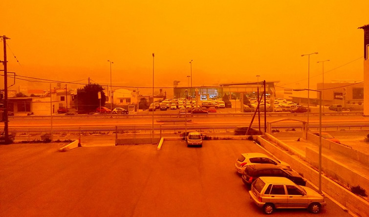 """东欧多国遭遇""""橙色降雪"""" 克里特岛宛如火星"""