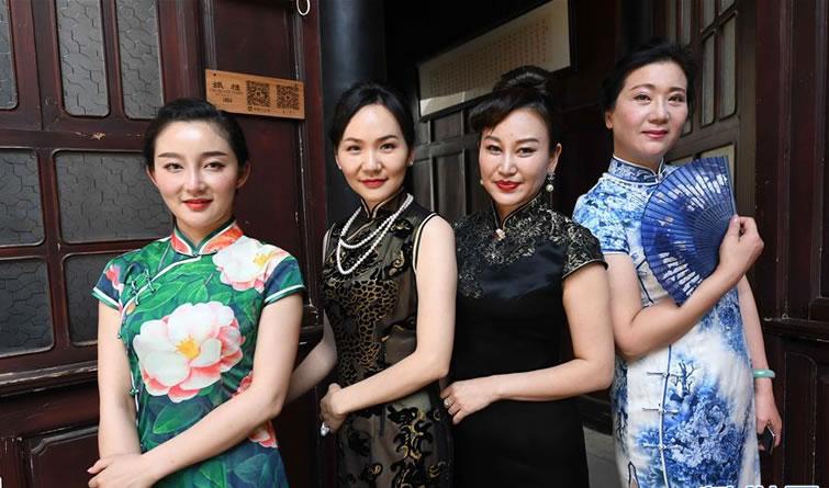 云南昆明:古宅旗袍秀风采