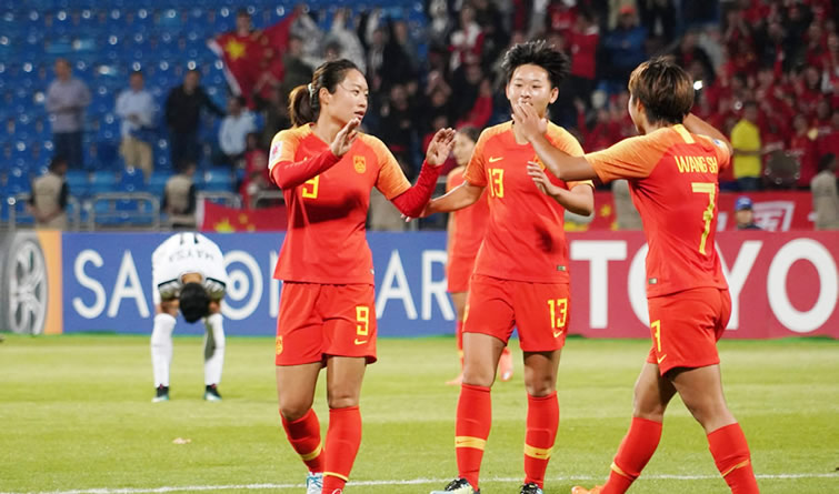 中国女足8:1大胜东道主 3战全胜进入亚洲杯半决赛