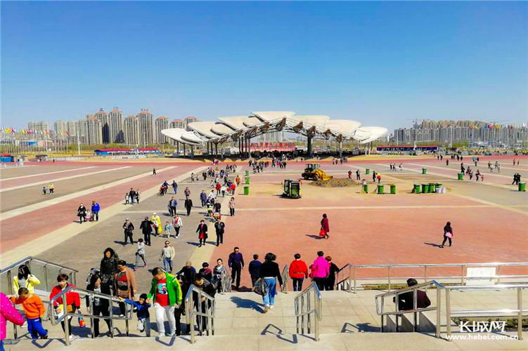 唐山南湖生态旅游景区免费开放首日接待游客86420人次
