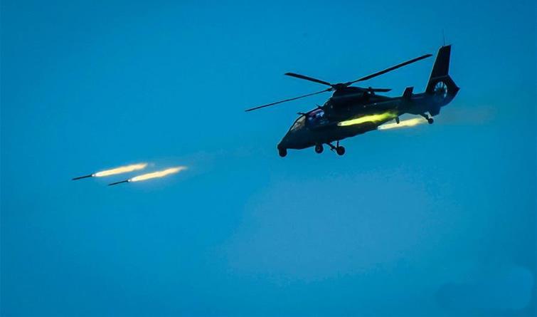 我陆航部队在东南沿海跨昼夜实弹演练