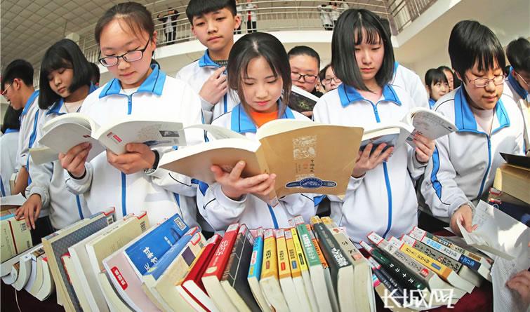 """秦皇岛:""""图书漂流""""让书香遍校园"""