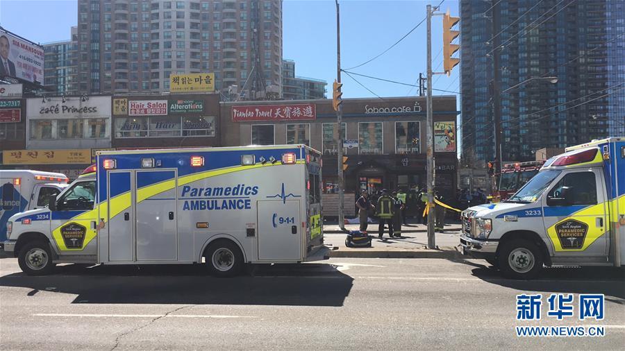 加拿大多伦多一汽车撞行人致多人受伤