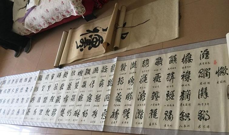 """咸阳90岁老人自创""""组合体""""美术字"""