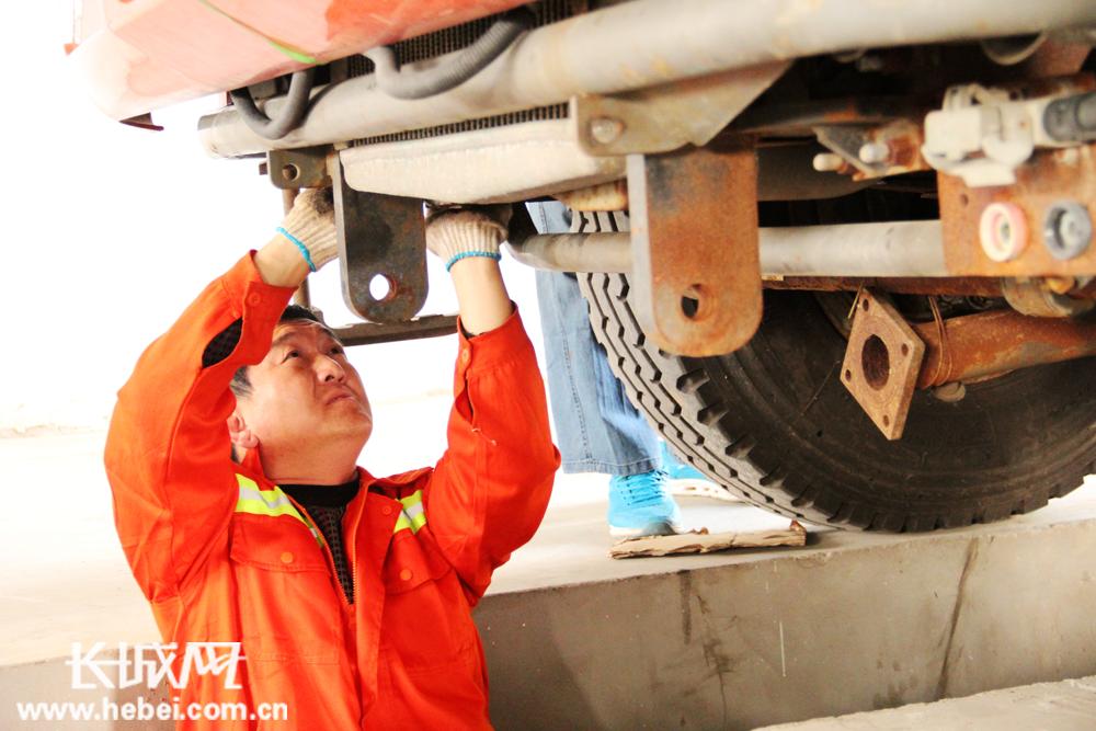 河北省高速公路衡大管理处滏阳养护工积极开展春季养护