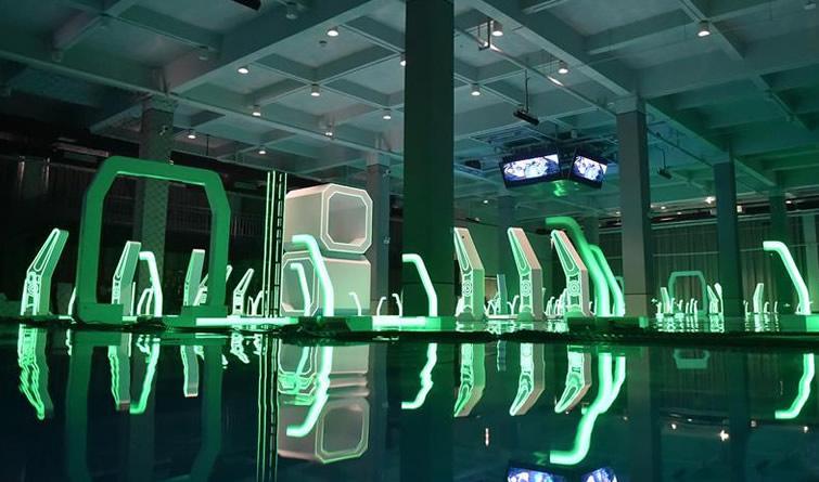 无人机竞速场馆落成亮相 炫酷科技如大片