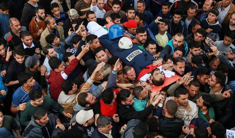 一名巴勒斯坦记者被以军开枪打伤后死亡