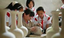 """""""校外课堂""""传承传统文化"""