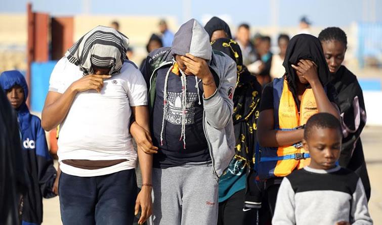 利比亚海军救起300多名偷渡者