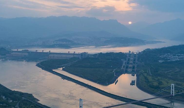 三峡水库水位消落至160米 为汛期抗洪做准备