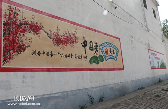 """平乡七旬农民创意手绘墙画 """"讲述""""中国梦传递正能量图片"""