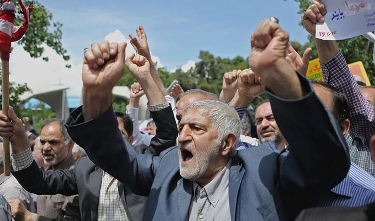 伊朗民众示威抗议美国退出伊核协议