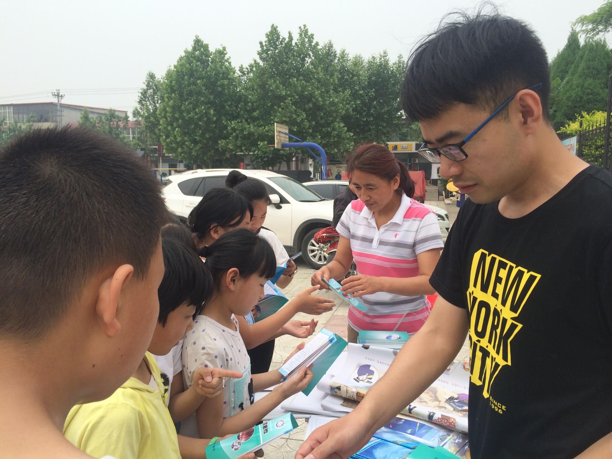 """赞皇县气象局积极做好""""防灾减灾日""""宣传活动"""