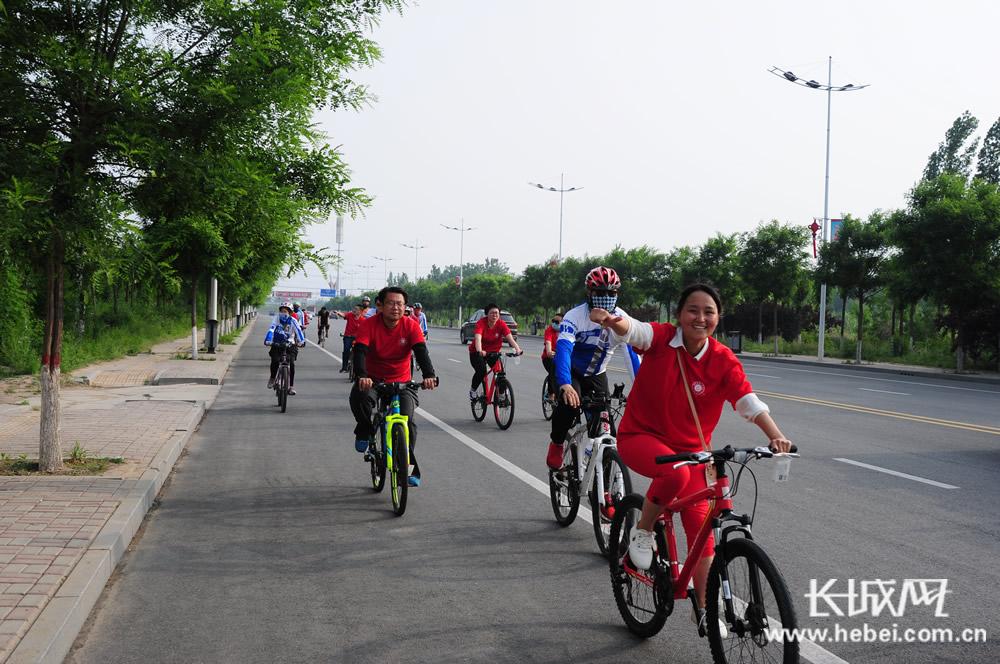 衡水百余车友快乐骑行 倡导低碳生活