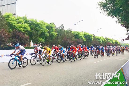 """2018年""""金马钢铁杯""""中国公路自行车联赛盛大开幕"""