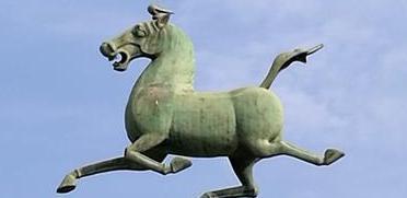 马踏飞燕、铜奔马…这件文物到底叫啥?
