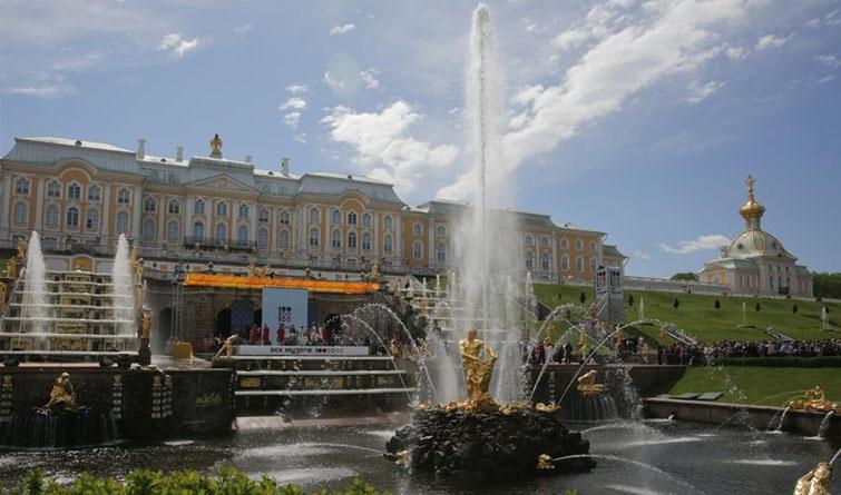 圣彼得堡彼得夏宫开启2018年喷泉季