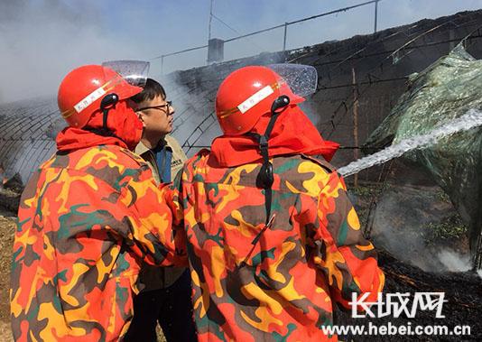 河钢矿业兼职消防队危情时刻保护村民财产