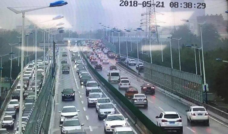 堵堵堵!中雨天 石家庄市区全城拥堵 多路段积水严重