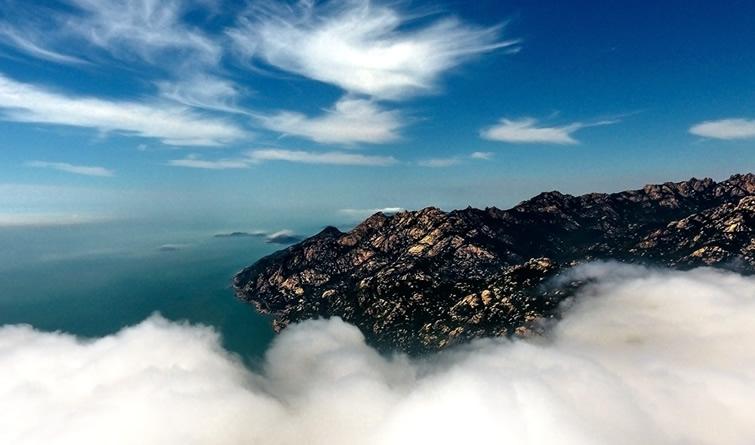 青岛崂山现云海景观