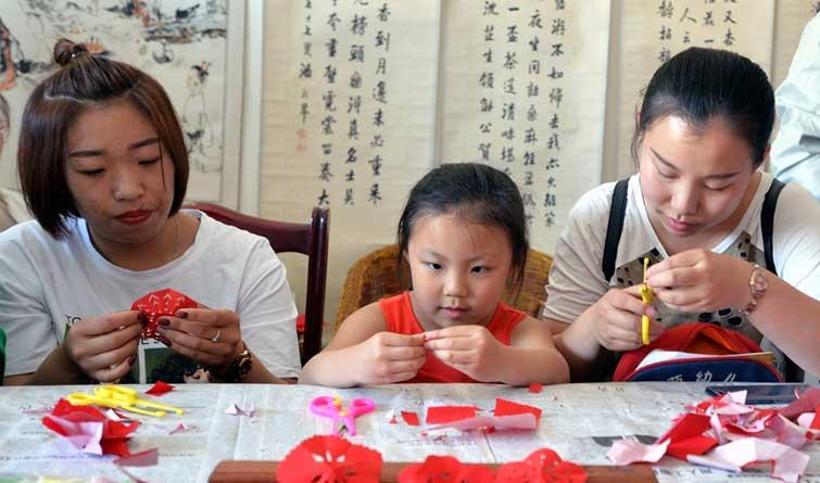 唐山小学生走进皮影传承馆感受传统文化魅力