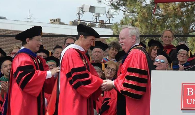 张艺谋被授予波士顿大学荣誉博士学位