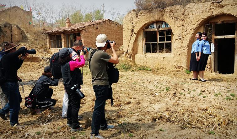 走进贫困村主题摄影活动