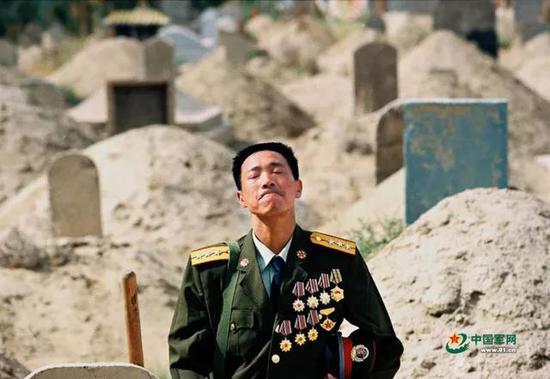 """为英雄的尊严奔走呐喊时 请不要忘记""""她们""""……"""
