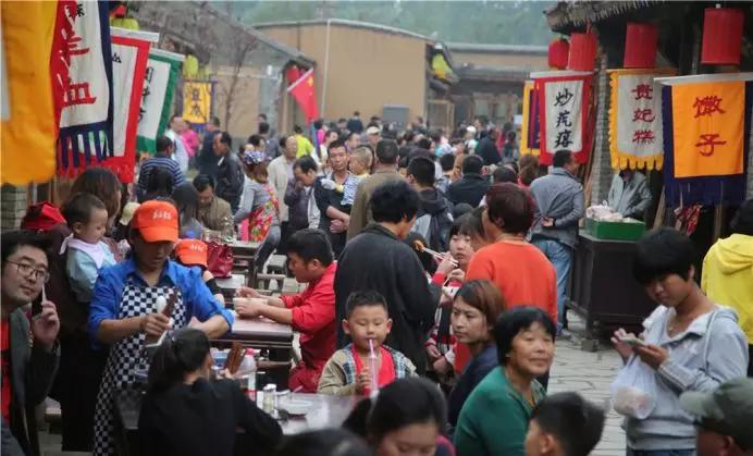 """冰雪+民俗""""火""""了冬季游 易县各景区做大冬季旅游市场"""