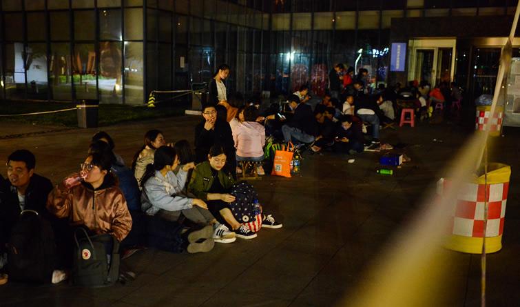 天津:为了落户他们彻夜排队