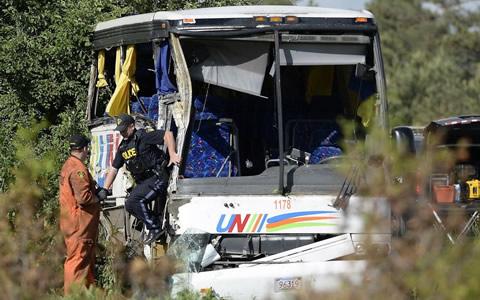 载中国游客巴士在加拿大发生交通事故 造成24人受伤