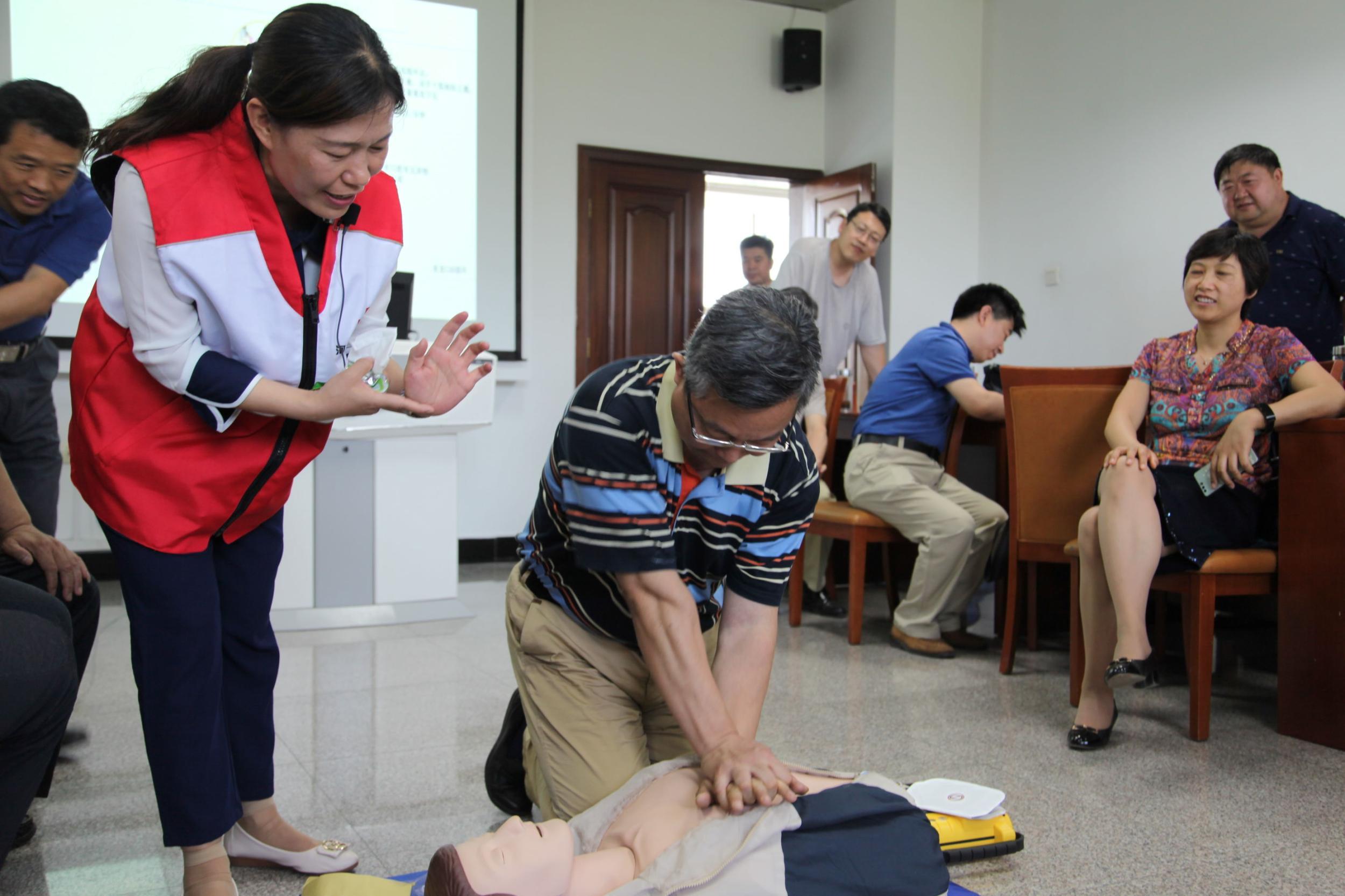 省红十字会应急救护培训首次走进省委党校