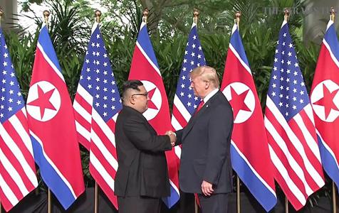 刚刚!金正恩与特朗普握手