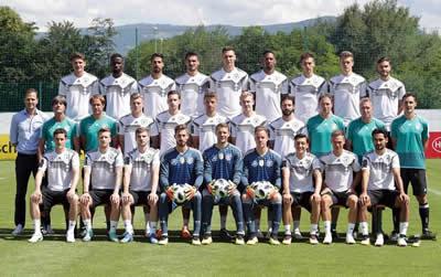 德国法国南美,谁捧杯?