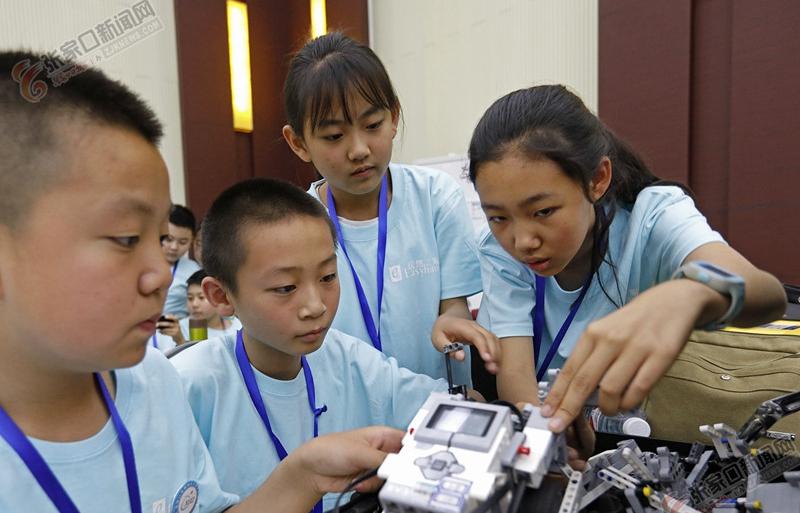 张家口市中小学生机器人大赛开赛