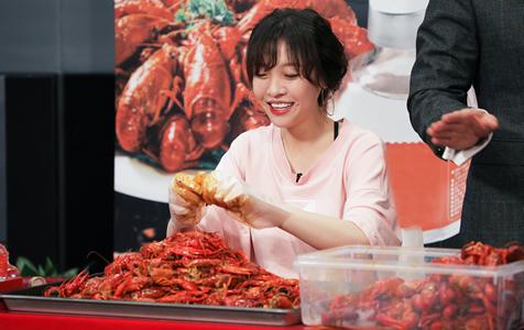 北京:95斤美女大胃王一小时吃1000只小龙虾 自言从来没饱过