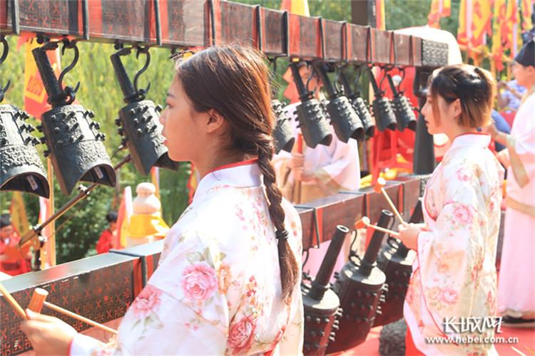 吉时到,启户 河北美术学院举行汉式风格毕业典礼