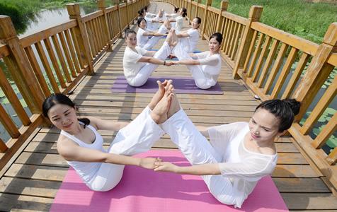 河北邯郸:迎接国际瑜伽日