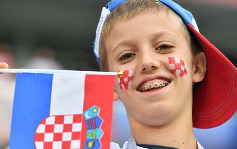 足球——萌态十足的小球迷