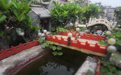 牛!老人用废旧筷子竹签作200多件微缩景观