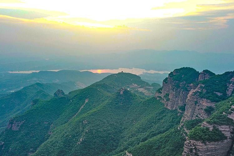 航拍临城天台山 畅游嶂石岩地貌景观