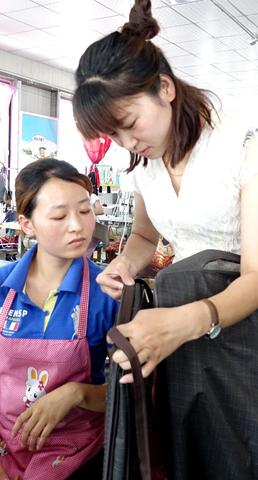 """""""扶贫微工厂""""女性员工占九成 魏县""""她力量""""带富""""半边天"""""""