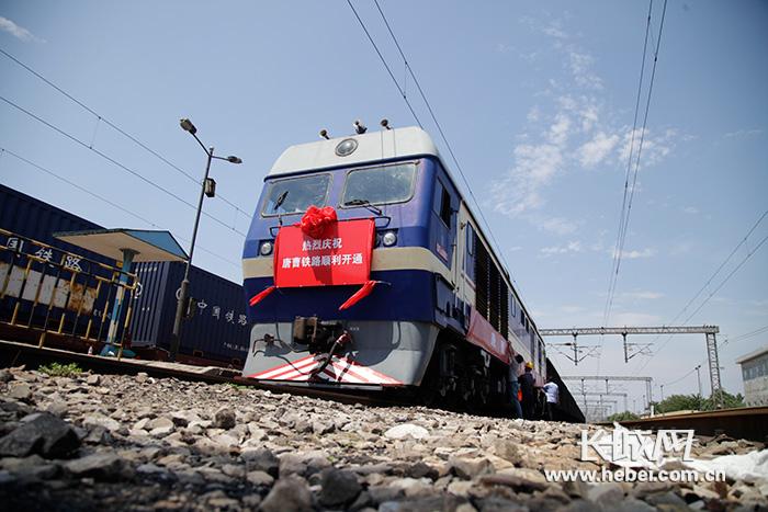 为国铁i级双线电气化客货铁路线路,共设南堡北站,唐海南站,曹妃甸东站