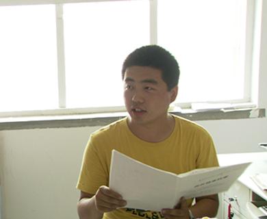 河北大学生村官王冀川