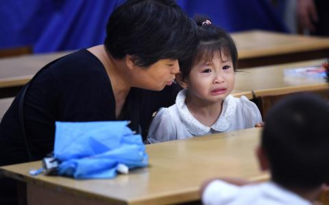 暑假班火爆 家长孩子齐感叹:比上学更累