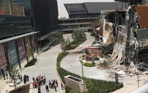 墨西哥一购物中心因结构性问题发生坍塌现场一片狼藉