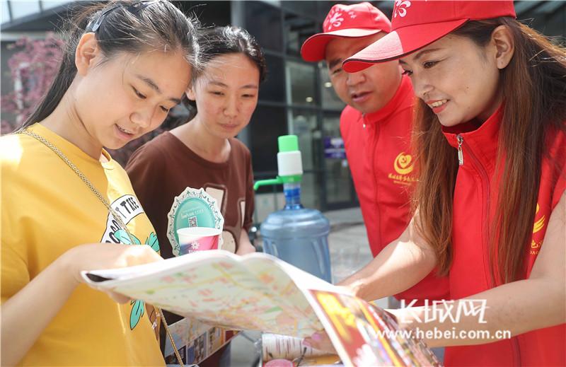 秦皇岛:志愿服务助力文明旅游