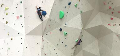 中国大学生攀岩锦标赛在高碑店开赛